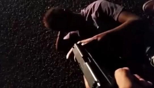 Video: Hombre graba a un supuesto delincuente con una pistola y le dispara