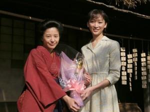 NHK連続ドラマ「ごちそうさん」から「花子とアン」へバトンタッチする杏さんと吉高由里子さん