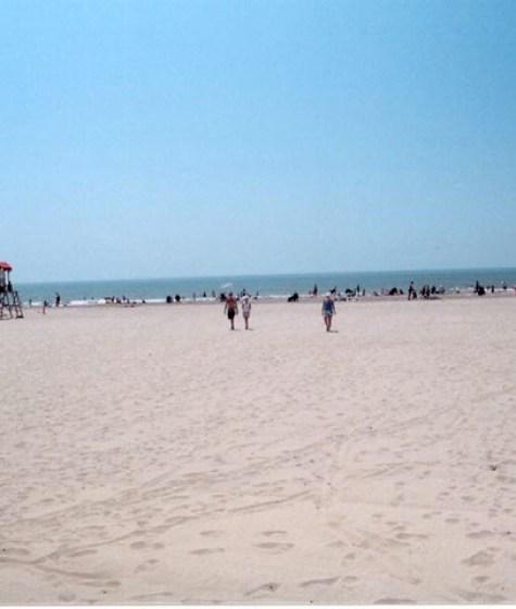 beach-2-crop-u6568