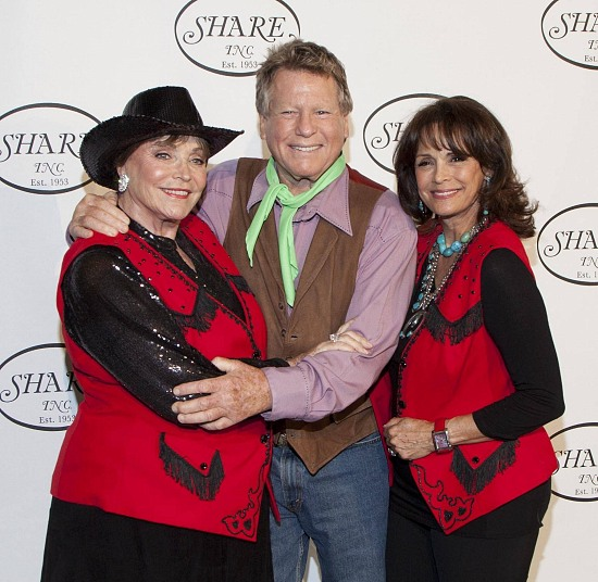 Joanna Carson, Ryan O'Neal & Corinna Fields (former Ms. Universe) at SHARE event