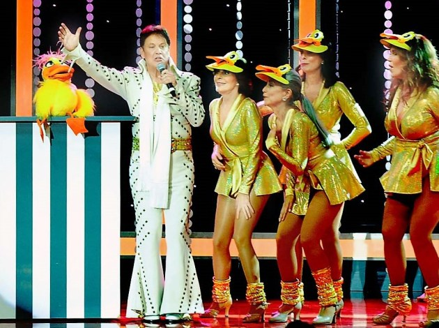 """Rick Dees performs """"Disco Duck"""" with the SHARE ladies at the 63rd Boomtown show"""