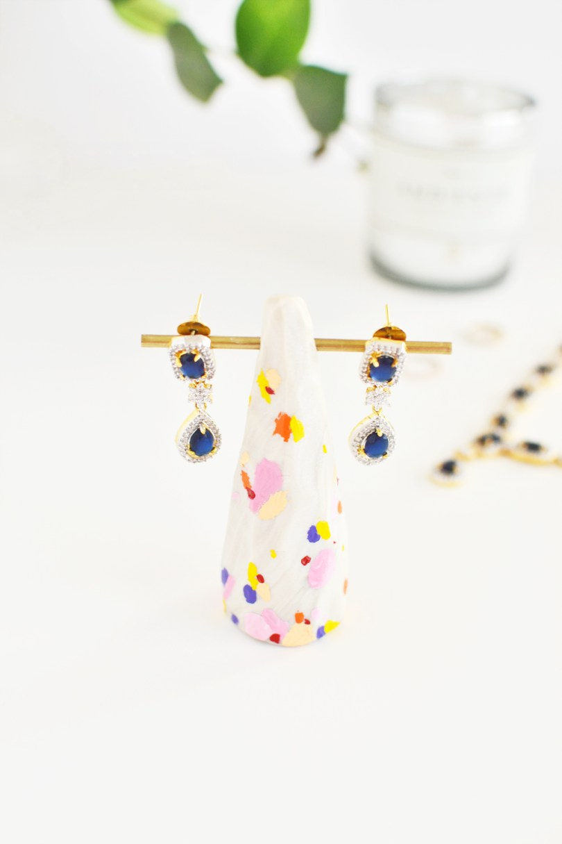Learn how to mimic splattering to make your own fun color splatter earring holder