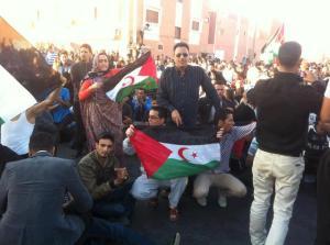 Manifestantes saharauis en las protestas del sabado en El Aaiún. / P.S