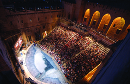 Cour d'honneur festival d'Avignon © Jean-Pierre CAMPOMAR
