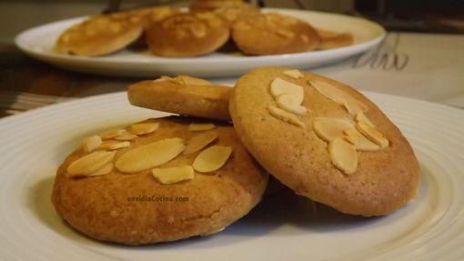 Galletas decoradas con almendra, receta