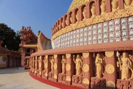 Le bas d'un stupa original.