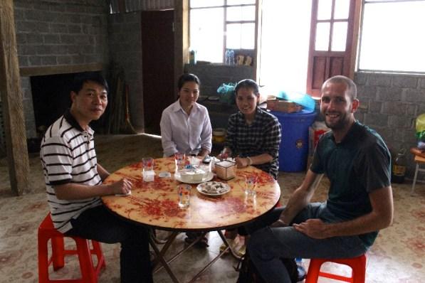 Père Binh et les soeurs à Sapa