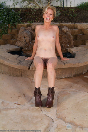 mother daughter grandmother nude