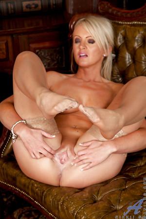 big nude girlfriend