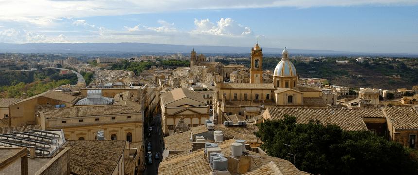 5 buoni motivi per fermarsi a Caltagirone