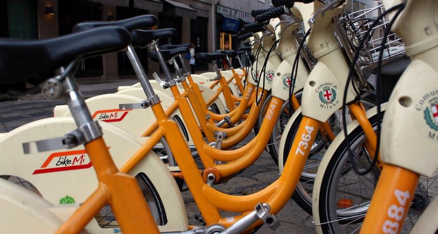 Bike sharing a Milano: tutti pazzi per le bici