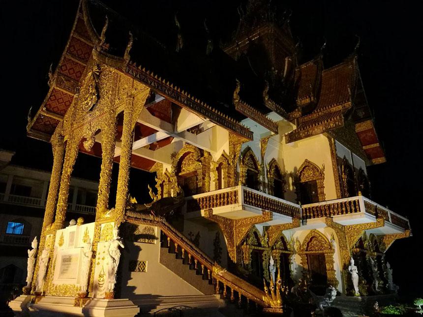chiang-mai-notturna-tempio