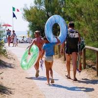 Momento Giallo: gran bazar negozio articoli da mare e da spiaggia e giochi bimbi