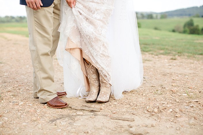 Mattie and Luke | Classy Country Wedding | Arkansas Wedding Photographer_0037