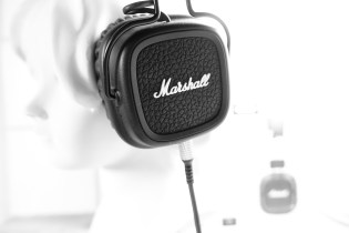 Reminiscent of the Marshall amplifiers, these headphones do not try to hide their origin.