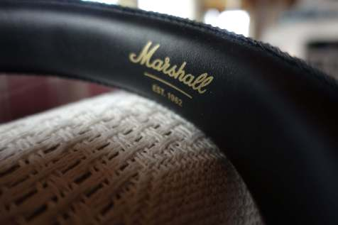 The Marshall brand is consistent throughout these headphones, be it the headband, the cups, the 3.5mm cable and even the micro USB-cable that is supplied.