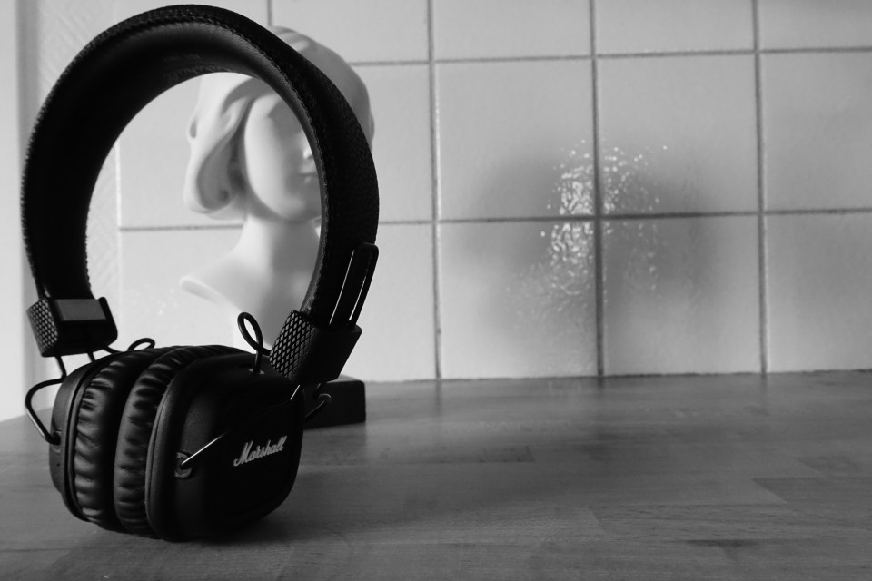 Marshall Major II Bluetooth Headphones - In full view