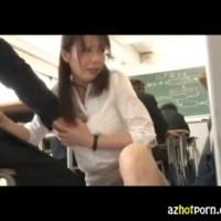 【アダルト動画】人妻な痴女教師がBOY生徒達に授業中にパンツを見せて変態手コキする☆(無料)