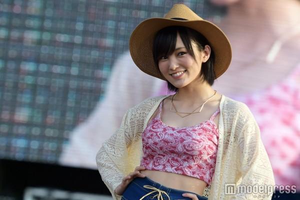 NMB48山本彩、沖縄ファッションショー裏での露出お乳を出待ちファンに近距離秘密撮影されるw