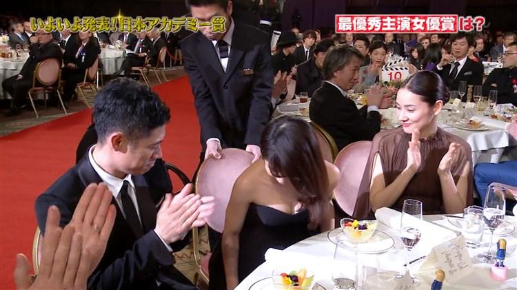 有村架純~JAPANアカデミー賞時のドレスでの乳ポロに会場騒然☆カワイくて美巨乳ってのがスゲェ☆