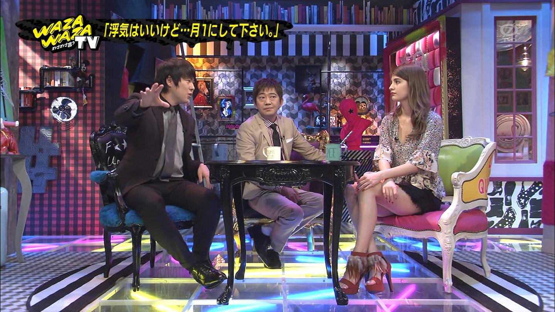 わざわざ言うテレビでマギーのミニスカ美足からのぞく色っぽいな太もも☆
