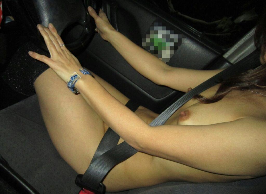 (車内で裸露出)露出狂の登竜門らしいわwwwwwwwwwwwwww(写真あり)