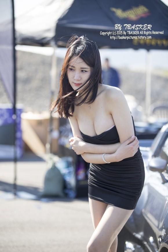 台湾コンパニオンが美巨乳お乳の谷間を強調しすぎててクッソえろいわwwwwwwwwww(写真あり)