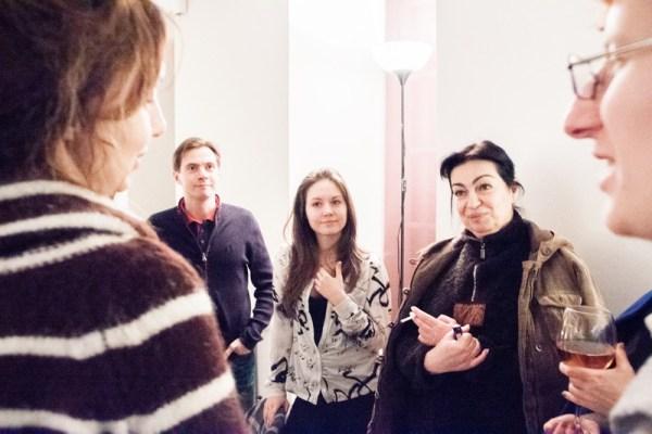 Обсуждение в перерыве на семинаре «Холосценденция: Большой Ум — Большое Сердце». (Фото © Евгений Пустошкин)