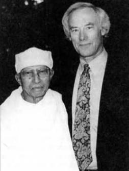 Джек Энглер и его учитель Анагарика Муниндра