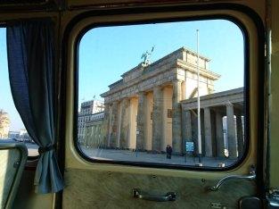Vorbei am Brandenburger Tor...