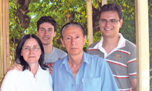 Família Asturian - Alan e Marcos Asturian (atrás) Naldi Fátima Von Mühlen Asturian e Adilson Asturian