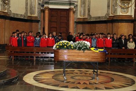 La iglesia Arciprestal de Vila-real ha acogido el funeral del chico, este lunes.   E. Torres