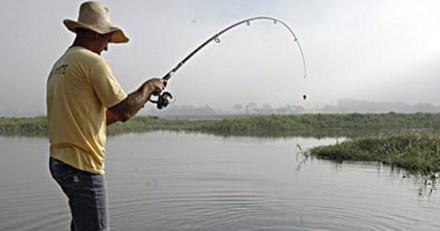 44871_MACABRA_SORPRESA._Un_pescador_levantó_un_cráneo_con_caña.