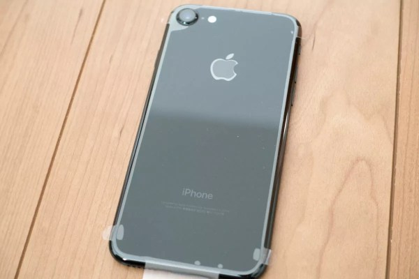 iPhone 7ジェットブラックの裏面(フィルム付き)