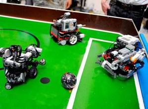 Robotika  eta  bideojokoen  inguruko  bigarren  tailerrerako  lekua  dago  oraindik