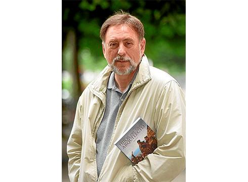 """Iñaki  Zuloaga,  idazlea:  """"Borrokatzeko  sasoia  da,  mundua  gobernatzen  duten  indarrak  oso  erreakzionarioak  direlako"""""""