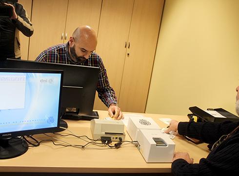 Gaur  ireki  dute  NAN  eta  pasaportea  tramitatzeko  bulegoa  Eibarren