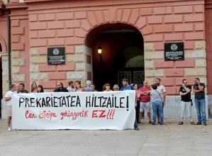 Lan istripuengatik protesta egiteko elkarretaratzea egin zen atzo Untzagan
