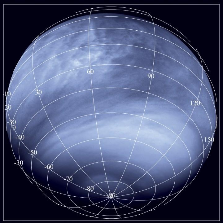 Imagem obtida pela Venus Monitoring Camera na faixa do ultravioleta (0,365 micrômetros), a partir da distância de cerca de 30.000 km. Vemos aqui numerosas características contrastantes, causadas por uma química desconhecida nas nuvens venusianas que absorvem a luz ultravioleta e criam as áreas brilhantes e as zonas obscuras. A partir dos dados fornecidos pela Venus Express, os cientistas têm aprendido que as áreas equatoriais de Vênus que aparecem escurecidas para a luz ultravioleta são região com temperatura relativamente mais baixa, onde convecções intensas trazem matéria escura da parte inferior. Em contrate, as regiões mais claras nas latitudes médias são áreas onde a temperatura atmosférica decresce com a profundidade. A temperatura atinge um mínimo no topo das nuvens suprimindo a mistura vertical. Tal fenômeno chamado anel de ar-frio aparece como uma tira brilhante nestas imagens de ultravioleta. Créditos: ESA/MPS/DLR/IDA