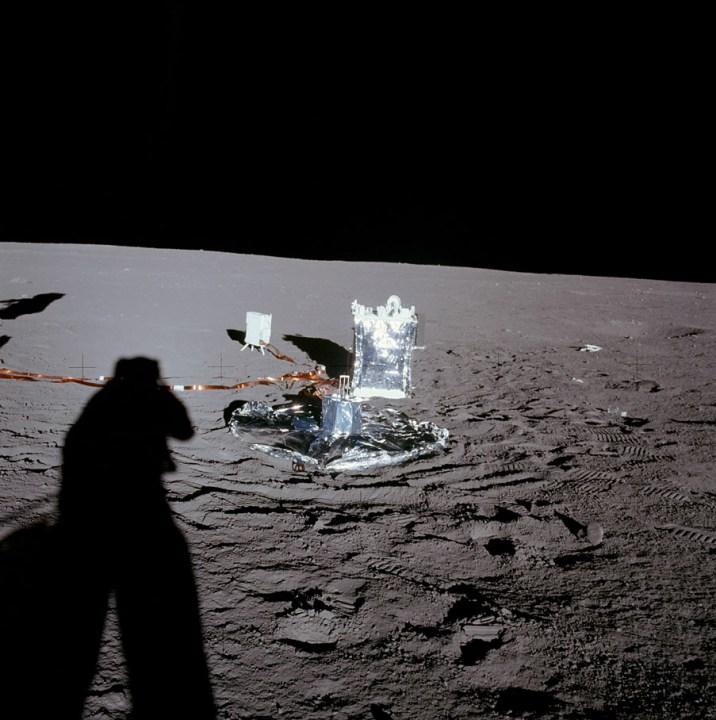 O equipamento Apollo Lunar Surface Experiment Package (ALSEP), deixado na Lua pela missão Apollo 12.