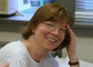 Anne Verbiscer líder da pesquisa que descobriu o super anel de Saturno