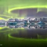 Aurora sobre as geleiras na Islândia por James Boardman Woodend