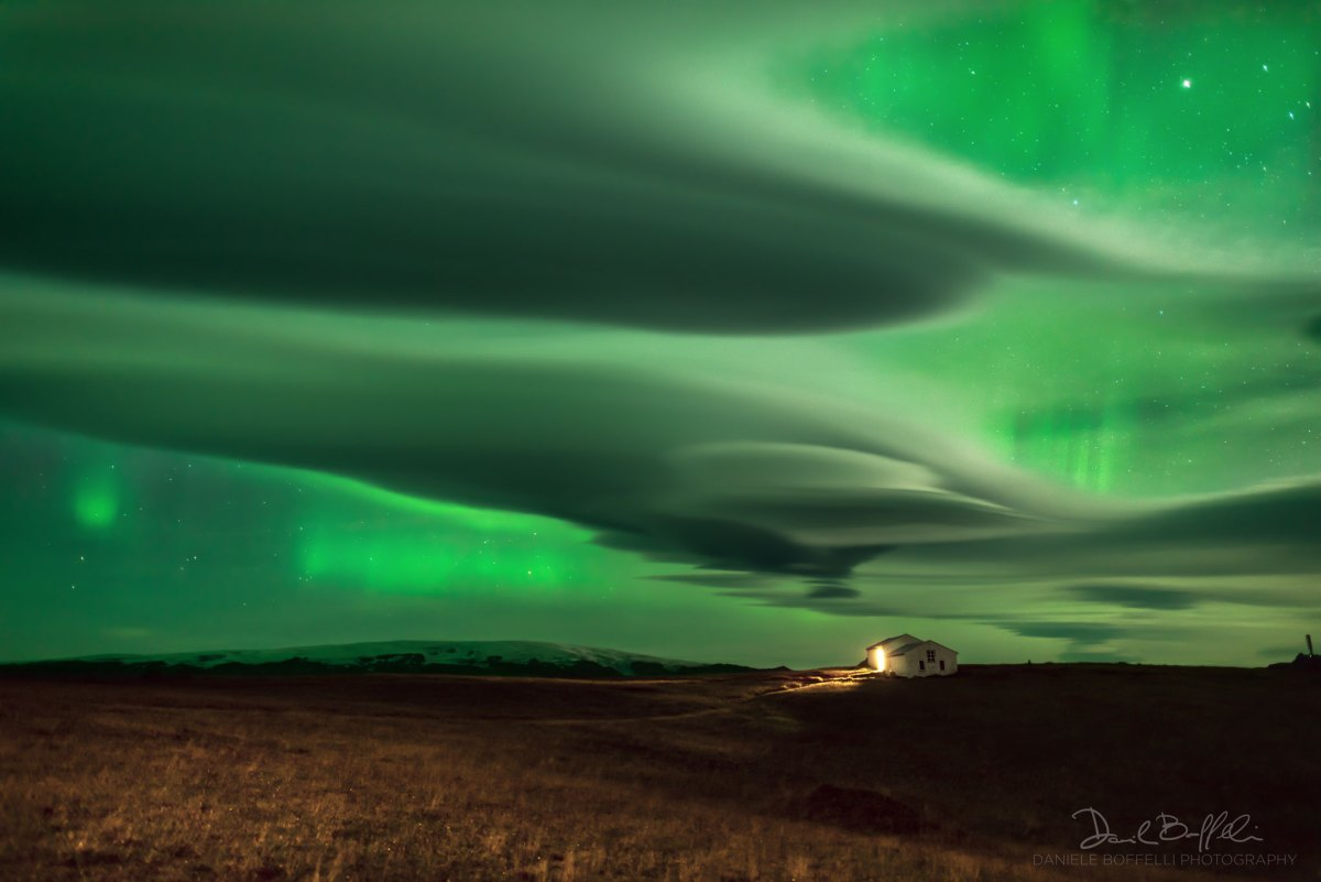 Auroras sobre nuvens na Islândia por Daniele Boffelli