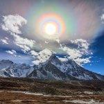 Jeff Dai captura colorida Corona Solar sobre o Himalaia