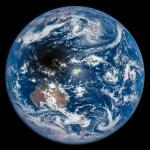 O trânsito da sombra lunar no eclipse solar de 9 de março de 2016 visto do espaço