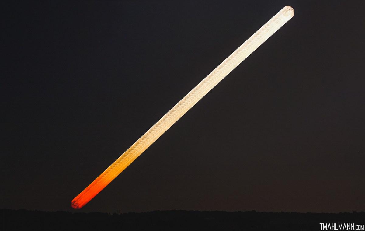 O nascer da Lua desde o vermelho, cor-de-mel até o amarelo pálido por Trevor Mahlmann
