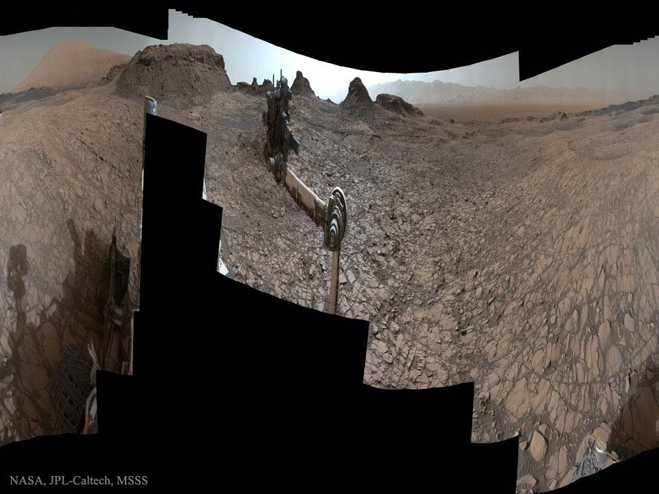 Curiosity explorando Murray Buttes em Marte