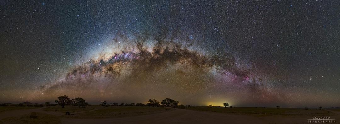 A Via Láctea nos céus da Namíbia por Juan Carlos Casado