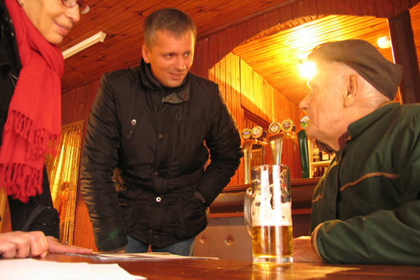 coroa-bebendo-cerveja