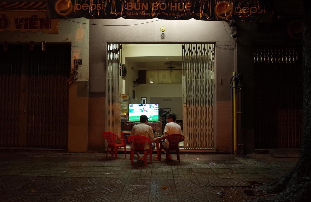 Watching TV on street #Saigon #vietnam #gr #ricoh
